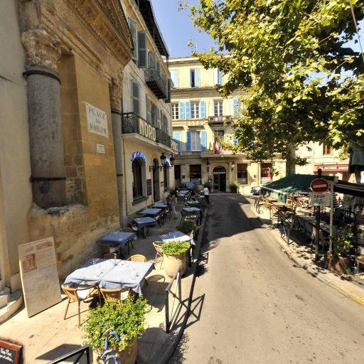 Colonnes de Saint-Lucien - Attraction touristique - Arles
