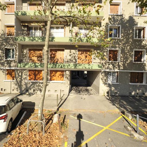 Pelloux & Lee - Vente et location d'instruments de musique - Grenoble