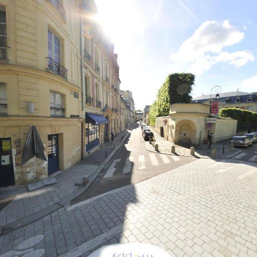 La Cour Des Senteurs - Parc et zone de jeu - Versailles