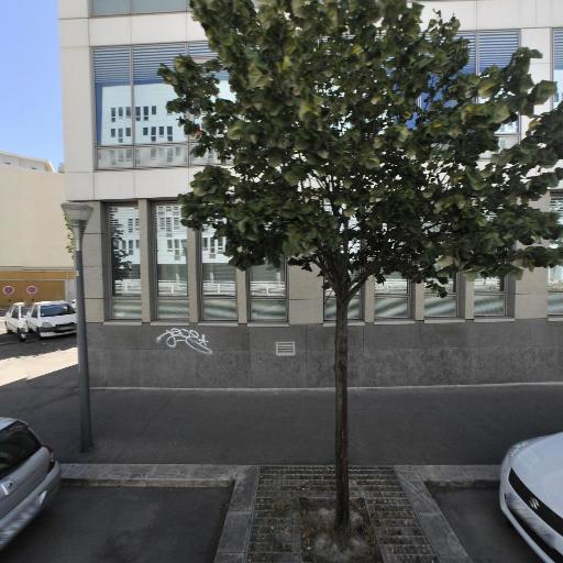 Bmw Motorrad Moto Store Docks Concessionnaire - Vente et réparation de motos et scooters - Marseille