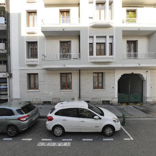 Adrien Saxod - Soins hors d'un cadre réglementé - Annecy